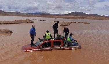 Mineros atrapados por lluvias